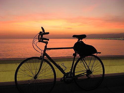 Promenade le soir avec vélo